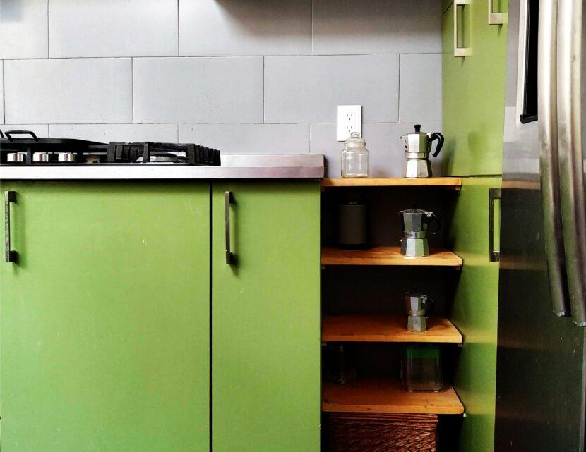 Remodelación de Cocina verde moderna