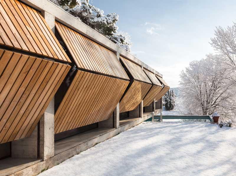 Diseños de casas moderna fachada cerrada de casa retina