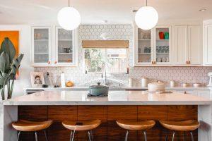 cocinas modernas con barra de madera